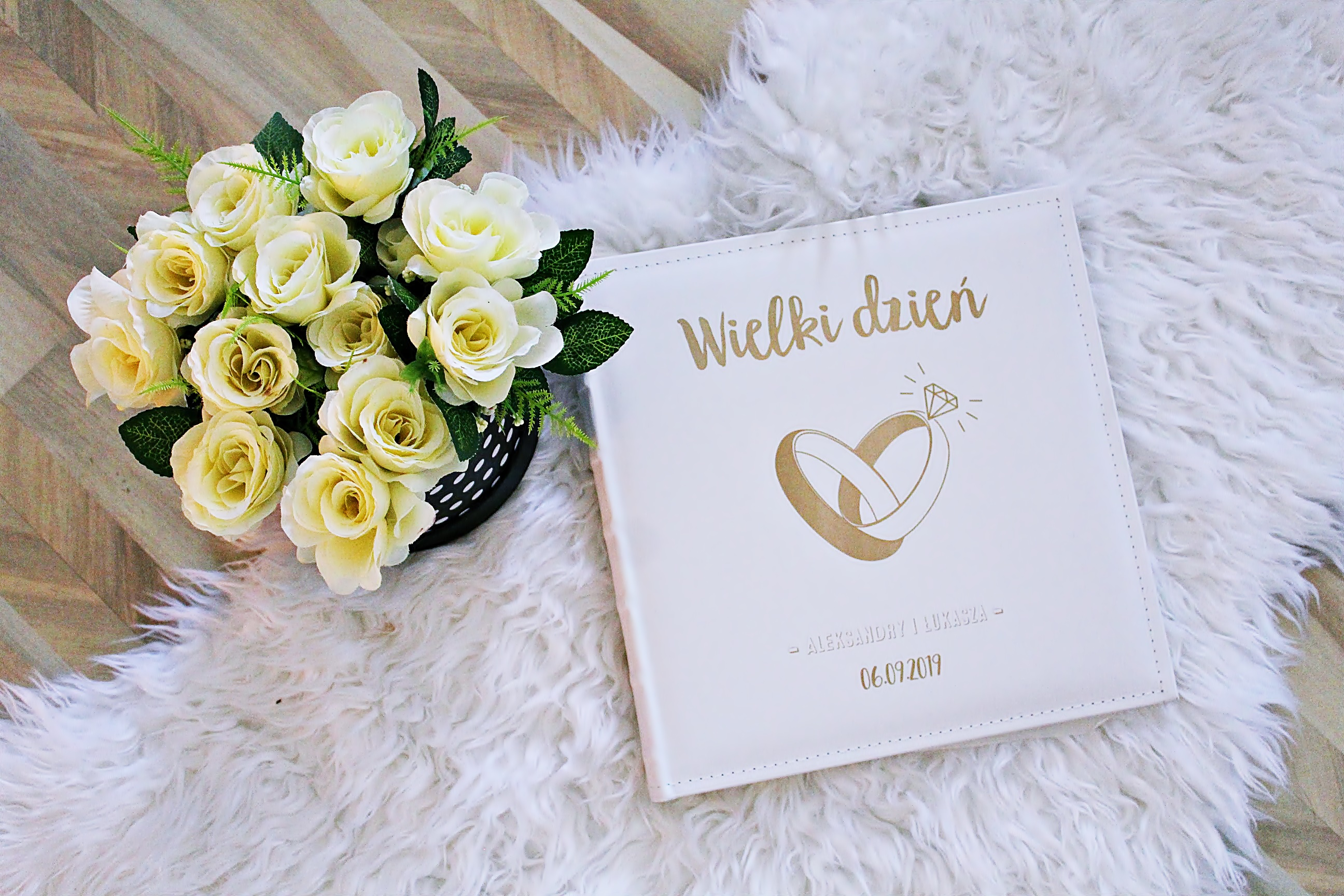 Jaki prezent wybrać na ślub przyjaciółki