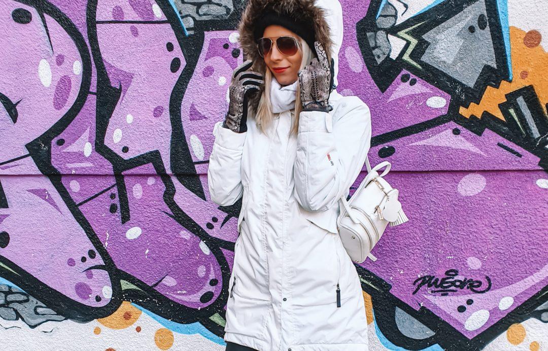 jak nosić białą kurtkę zimą