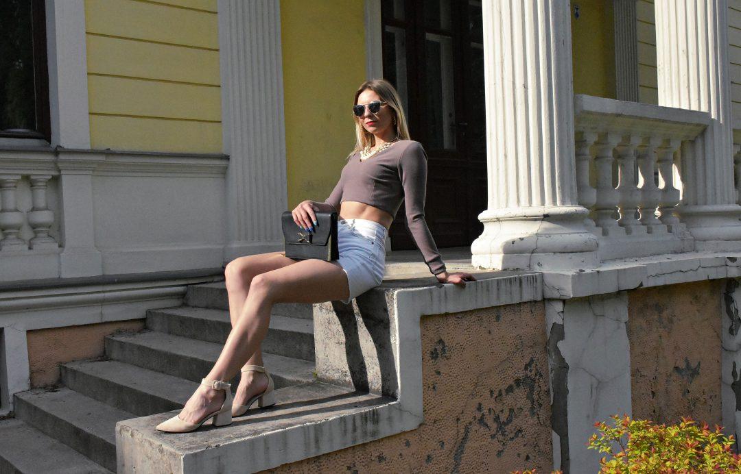 dżinsowe szorty jak nosić