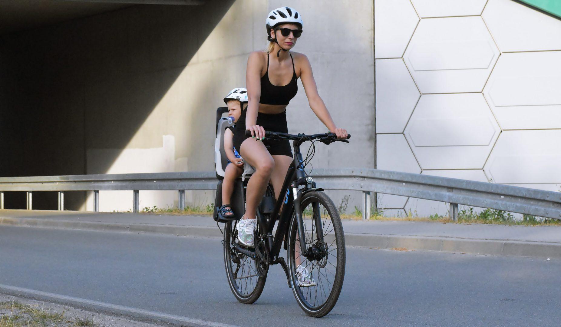 dlaczego należy jeździć rowerem w kasku