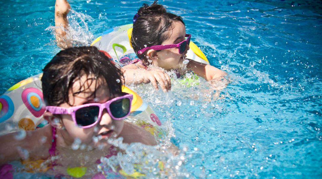 jak wybrać zajęcia na basenie dla niemowląt